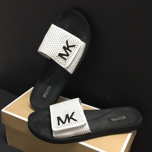 💐MICHAEL KORS MK LOGO SLIDE SANDALS 💐